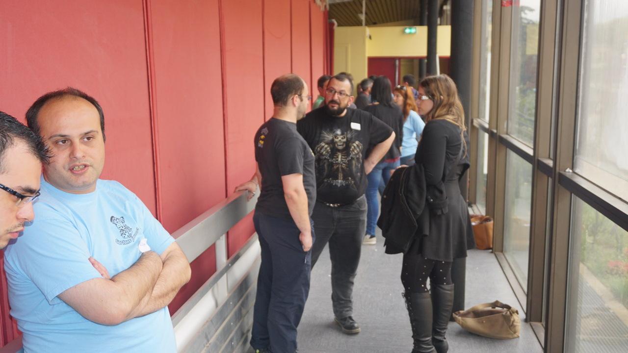 Sporz : discussions dans le couloir