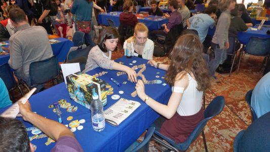 Aya : les dominos sont placés délicatement